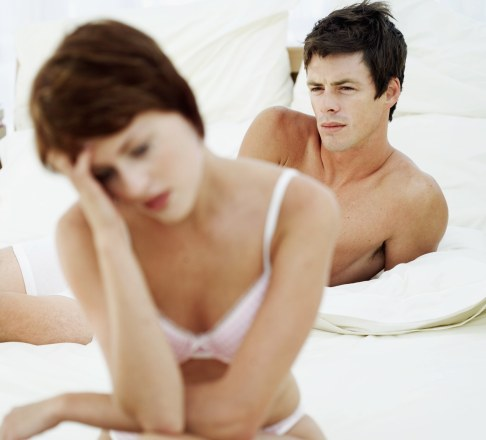 Cuplu suparat in pat