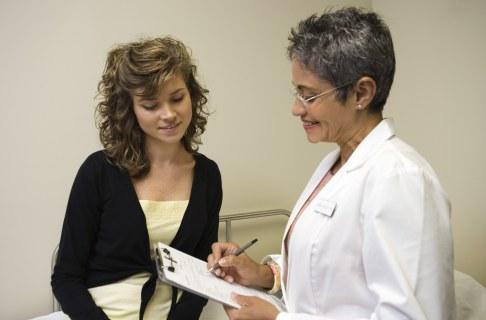 Femeie la medic