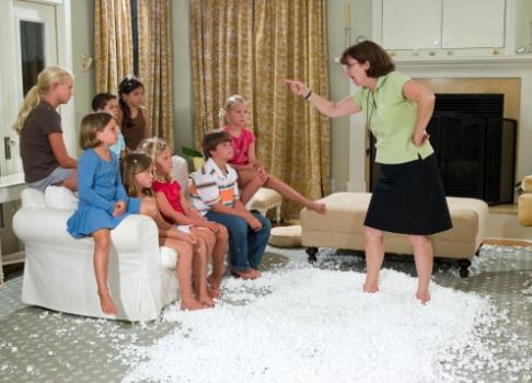 Mama certand copiii