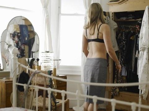 Femeie la oglinda