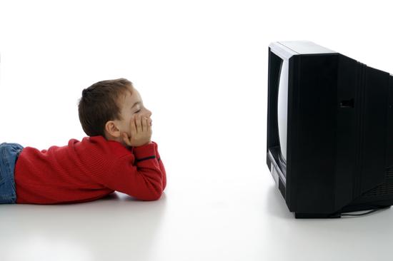 Cat timp se uita copiii la TV?